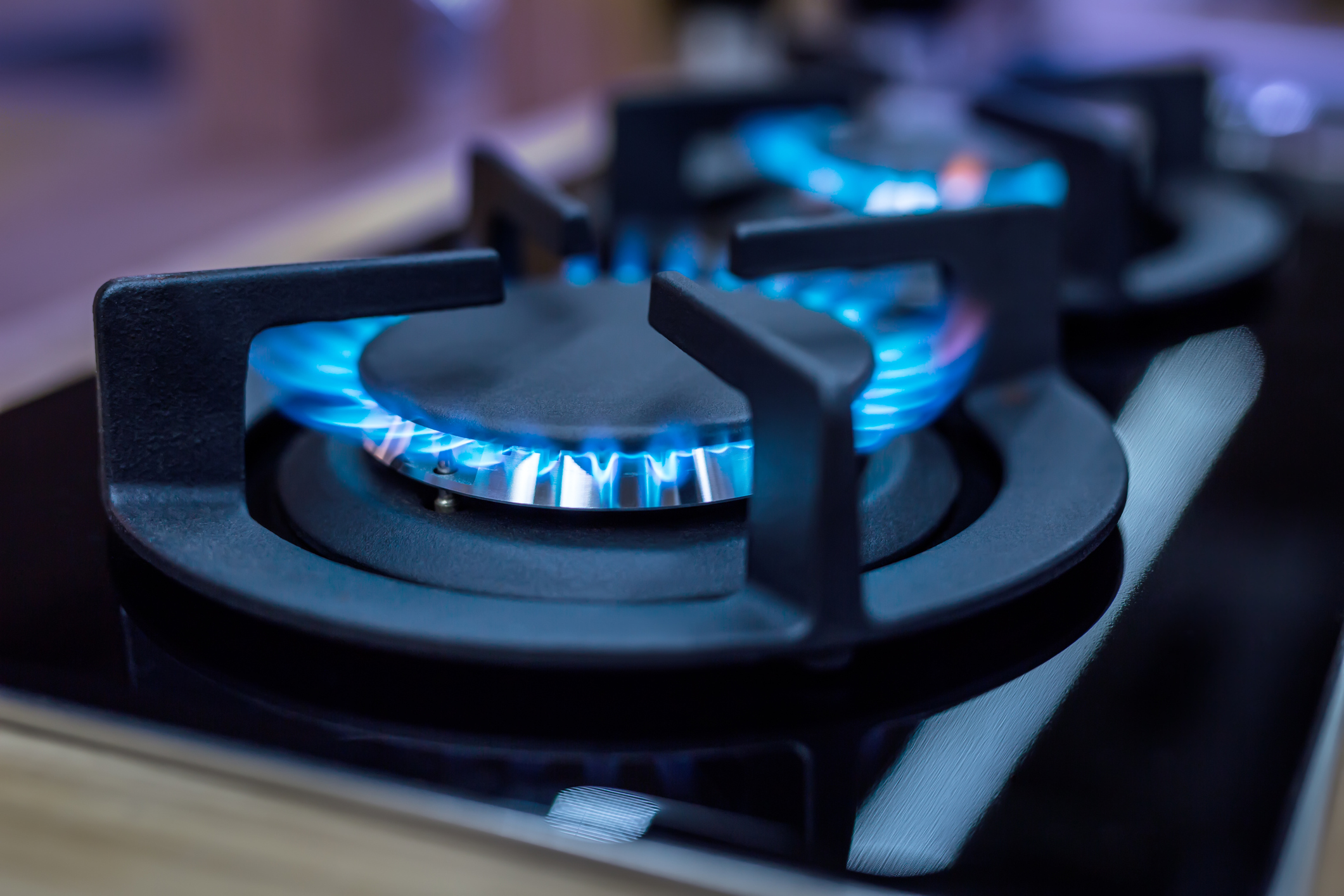 Gas cooktop with blue flame